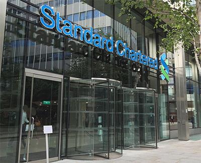 영국-은행-스탠다드-차타드-건물